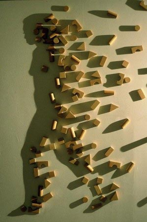 Shadow art - Donna che cammina