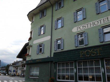 Il fianco sinistro del Post Hotel