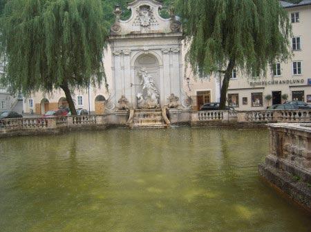 La fontana di Nettuno nel Pferdeschwemme