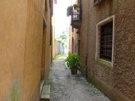 Orta San Giulio - Viale interno verso il lago
