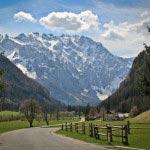 Slovenia - Montagna, foresta, strada