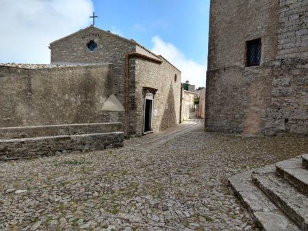 Sicilia occidentale - Erice - Strada