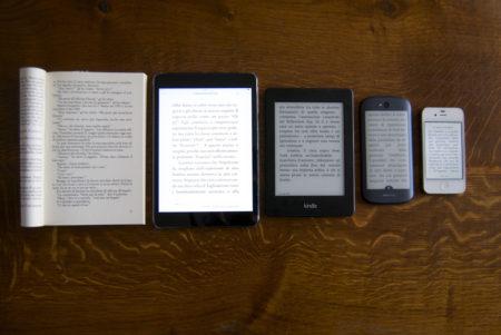 Libro, ebook e smartphone