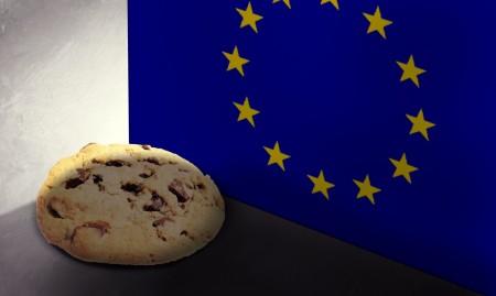 Biscotto vicino a bandiera dell'Unione Europea
