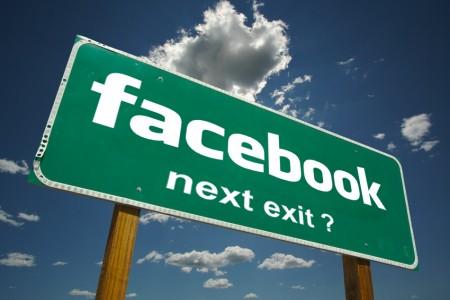 Segnale stradale di Facebook con scritto next exit